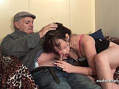 Секс Бесплатно - Two French Chicks Play With Strong Man, Бесплатное Секс Видео Онлайн Каждый День.
